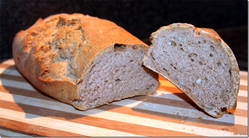 לחם מחמצת חתוך